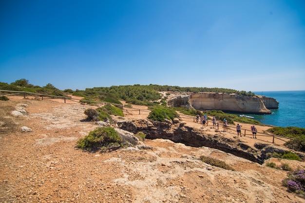 Jaskinia Plażowa Benagil W Carvoeiro, Popularna Atrakcja Turystyczna Uważana Za Jedną Z Najpiękniejszych Plaż świata. Cele Podróży I Wakacji Darmowe Zdjęcia