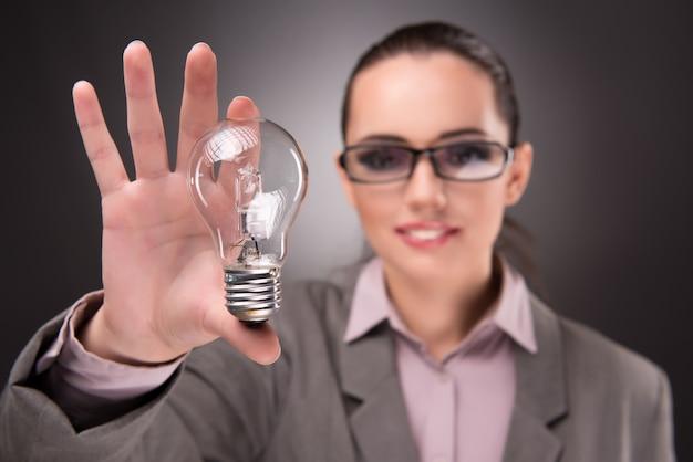 Jaskrawy Pomysłu Pojęcie Z Kobieta Bizneswomanem Premium Zdjęcia