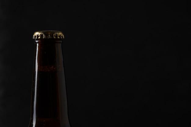 Jedną butelkę piwa z korkiem z miejscem do kopiowania Darmowe Zdjęcia