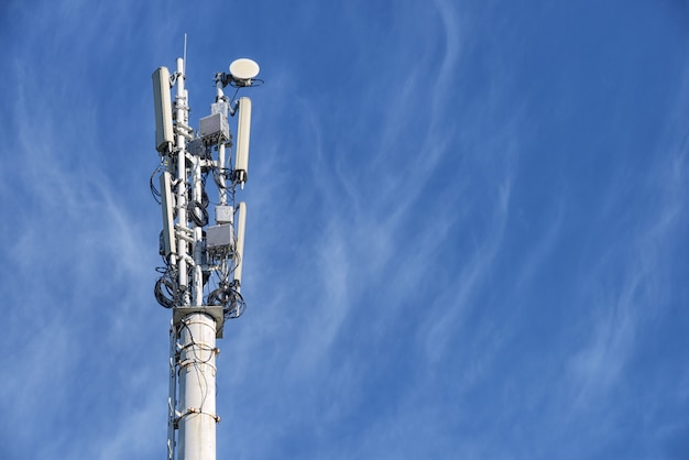 Jedna Komórkowa Wieża Stacji Bazowej Premium Zdjęcia