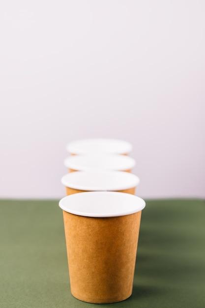 Jednorazowe Filiżanki Do Kawy Na Wynos Premium Zdjęcia