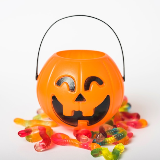 Jelly Worms Near Trick Or Treat Basket Premium Zdjęcia