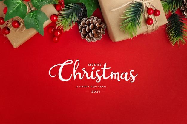 Jemioła, Szyszki I Prezenty Na Czerwonym Stole życzenia Bożonarodzeniowe Darmowe Zdjęcia