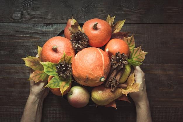 Jesienne Martwa Natura Z Liśćmi, Centerpieces Thanksgiving, Premium Zdjęcia
