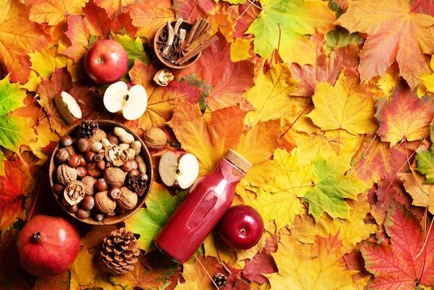 Jesienne wegańskie i wegetariańskie jedzenie koncepcja. czas zbiorów. Premium Zdjęcia