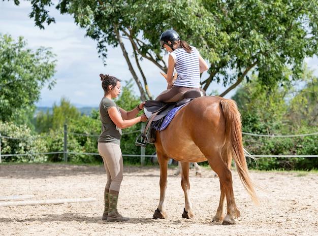 Jeździecka Dziewczyna I Koń Premium Zdjęcia