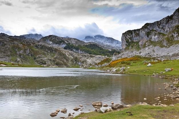 Jezioro Ercina Premium Zdjęcia