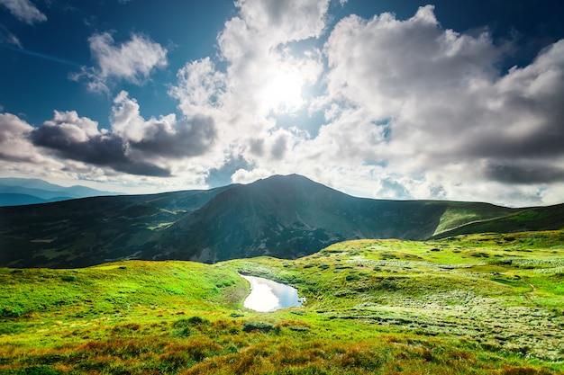 Jezioro wysokogórskie Premium Zdjęcia