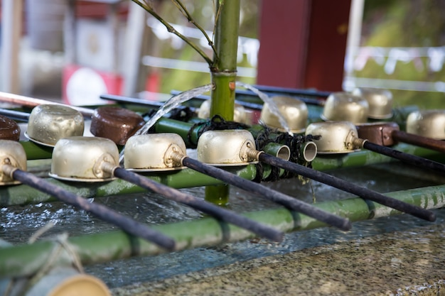 Kadzi Dla Ręki Czyści Przy Wejściem Shirne świątynia W Nikko, Japonia Premium Zdjęcia