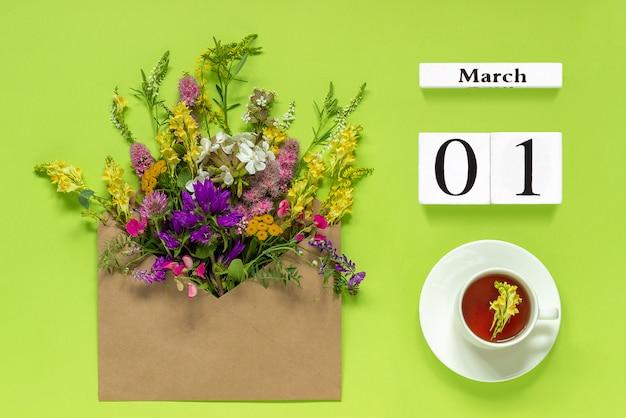 Kalendarz drewnianych kostek 1 marca Premium Zdjęcia
