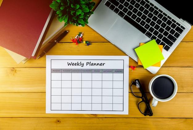 Kalendarz plan tygodniowy prowadzenie działalności gospodarczej lub zajęć za tydzień. Premium Zdjęcia