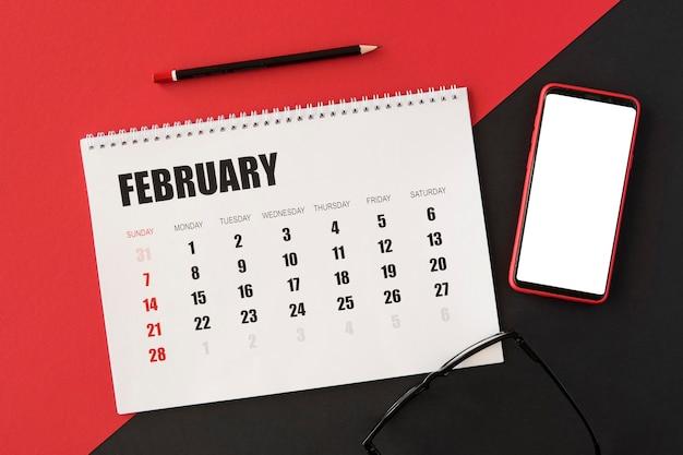 Kalendarz Planowania Z Widokiem Z Góry I Telefon Komórkowy Darmowe Zdjęcia