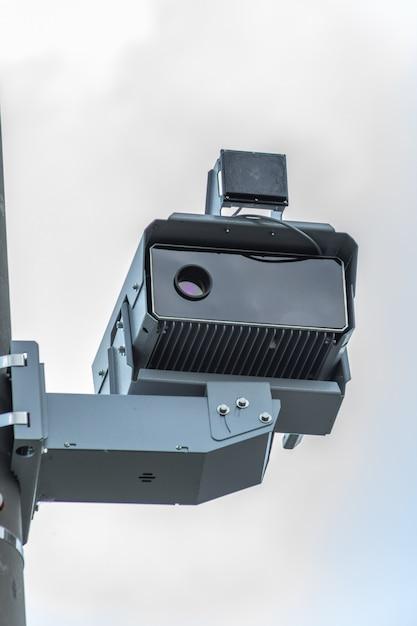 Kamera Wykrywająca Wykroczenia Z Radarem Do Kontroli Prędkości Na Drogach. Premium Zdjęcia