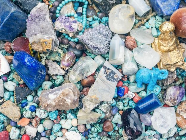 Kamienie I Minerały Na Straganie Uciekają Z Rynku Premium Zdjęcia
