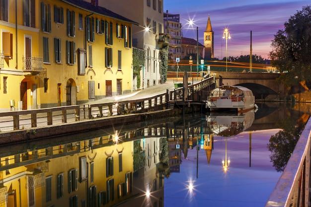 Kanał Naviglio Grande W Mediolanie, Lombardia, Włochy Premium Zdjęcia