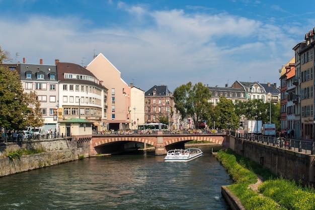 Kanał W Centrum Miasta Strasburga Premium Zdjęcia