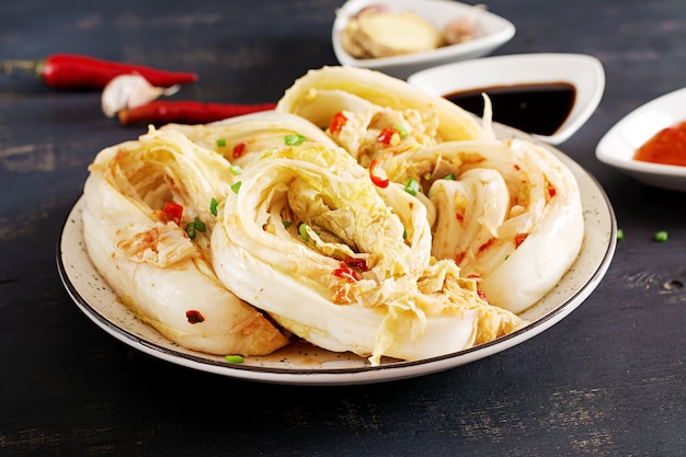 Kapusta Kimchi W Misce Darmowe Zdjęcia
