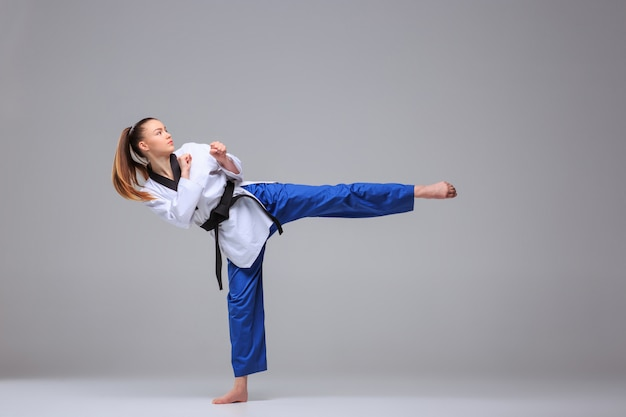 Karate Dziewczyna Z Czarnym Pasem Darmowe Zdjęcia