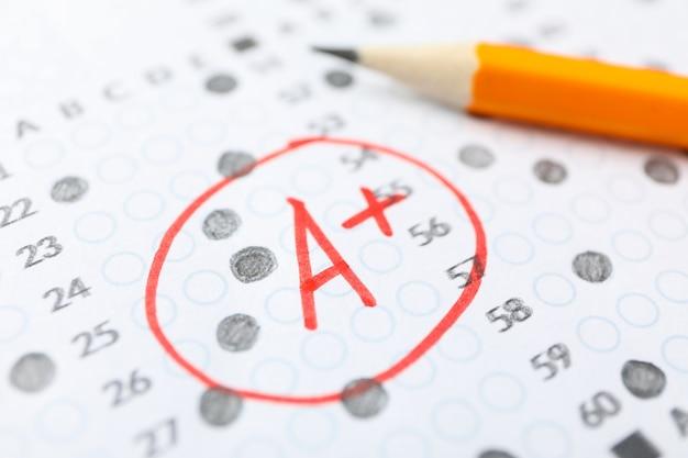 Karta Wyników Testu Z Odpowiedziami, Klasa A + I Ołówek, Zbliżenie Premium Zdjęcia