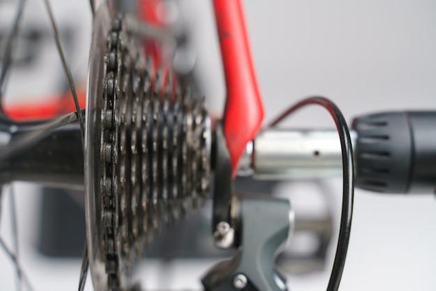 Kaseta rowerowa z łańcuchem i dźwignią zmiany biegów Premium Zdjęcia