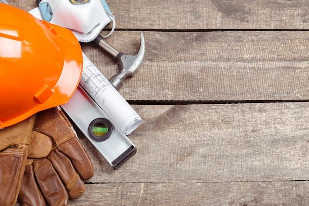 Kask i stare skórzane rękawiczki Premium Zdjęcia
