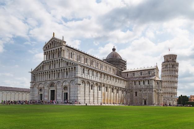 Katedra I Krzywa Wieża W Pizie Premium Zdjęcia