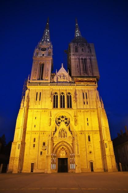 Katedra Wniebowzięcia Nmp W Nocy, Zagrzeb, Chorwacja Premium Zdjęcia