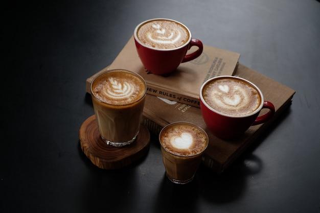 Kawa i książka o kawie Premium Zdjęcia