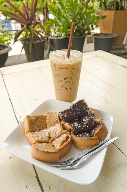 Kawa Lodowa I Chleb Czekoladowy Premium Zdjęcia