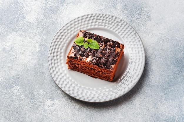 Kawałek Ciasta Truflowego Z Czekoladą Premium Zdjęcia