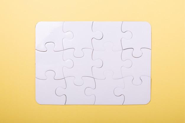 Kawałki Układanki Na żółto Premium Zdjęcia