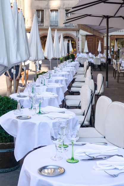 Kawiarnie I Restauracje W Petite-france W Strasburgu We Francji Premium Zdjęcia