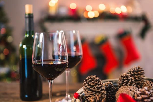 Kieliszki do wina z szyszek sosnowych najbliższych Darmowe Zdjęcia