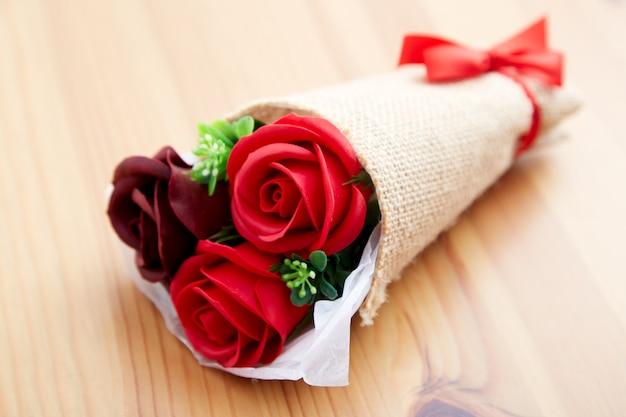 Kilka prezent róż na walentynki Premium Zdjęcia