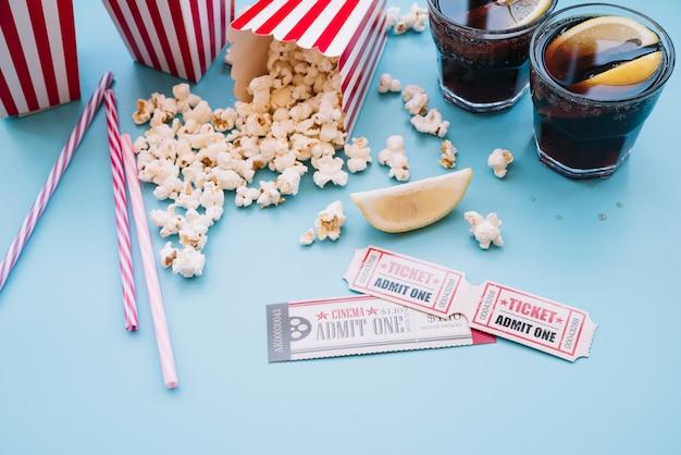 Kino Popcornowe Z Napojem Bezalkoholowym Darmowe Zdjęcia