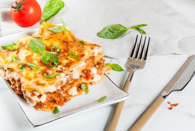 Klasyczna Lasagne Bolognese Premium Zdjęcia