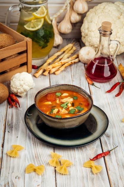 Klasyczna Zupa Tom Yam Z Krewetkami Premium Zdjęcia