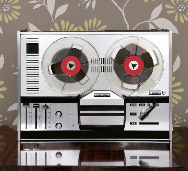 Klasyczny Retro Kołowrotek Do Rozwijania Muzyki Vintage Premium Zdjęcia