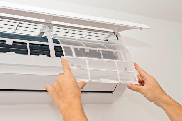 Klimatyzacja Na Białej ścianie Premium Zdjęcia