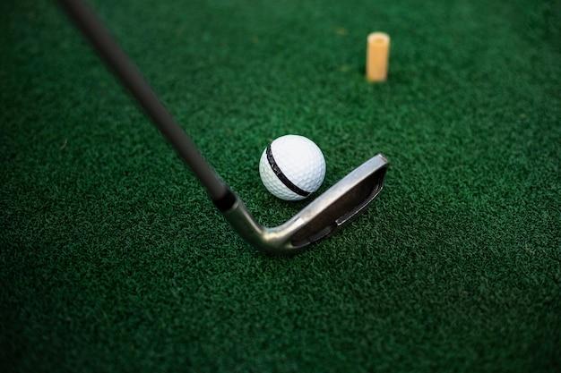Klub golfowy uderzające piłkę Darmowe Zdjęcia