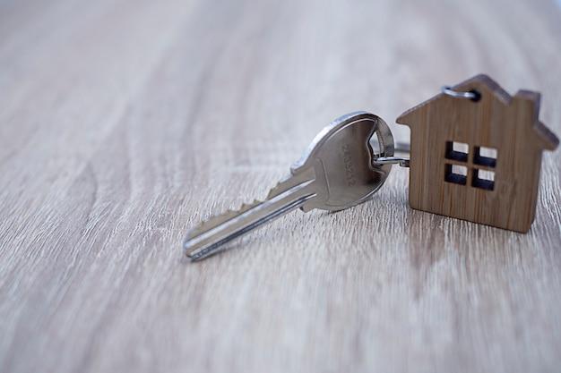 Klucze do domu dla właścicieli domów. wynajem i sprzedaż domów Premium Zdjęcia