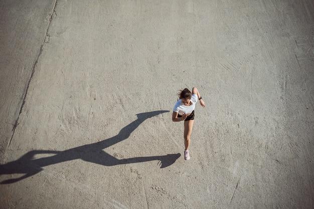 Kobieta Biegaczy Rano ćwiczenia, Obraz Widok Z Góry Darmowe Zdjęcia