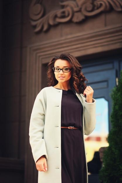 Kobieta biznesu pozowanie Premium Zdjęcia
