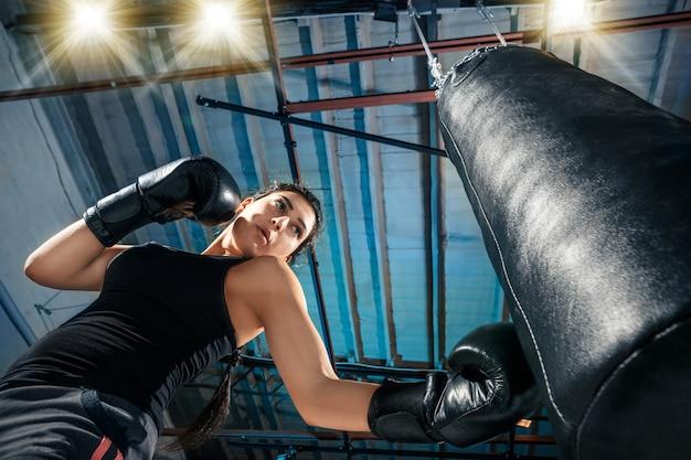 Kobieta Bokser Trening Na Siłowni Darmowe Zdjęcia