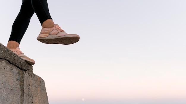 Kobieta Buty Sportowe Z Miejsca Na Kopię Darmowe Zdjęcia