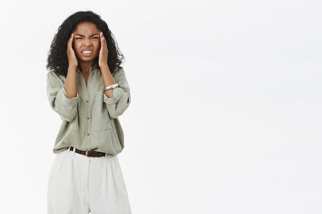 Kobieta Cierpi Na Ból Głowy Darmowe Zdjęcia