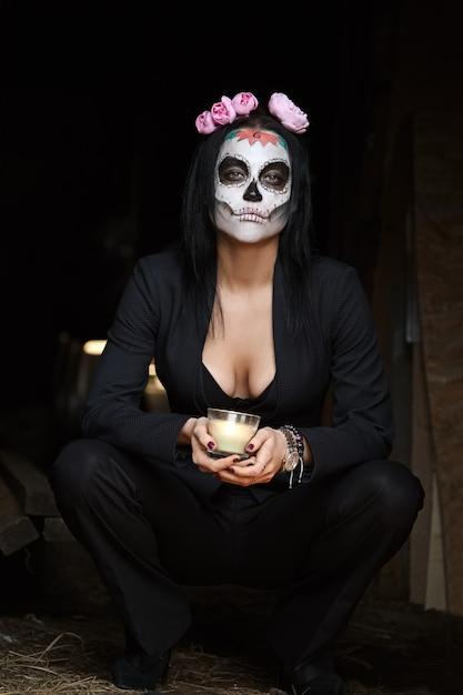 Kobieta Makijaż Czaszki Cukru. Sztuka Malowania Twarzy. Premium Zdjęcia