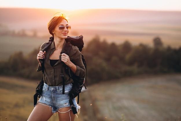 Kobieta Piesze Wycieczki W Górach Darmowe Zdjęcia