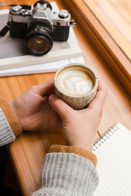 Kobieta Przy Filiżance Kawy Darmowe Zdjęcia