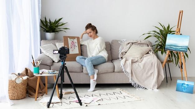Kobieta Rysuje Samouczek Online Z Miejsca Na Kopię Premium Zdjęcia